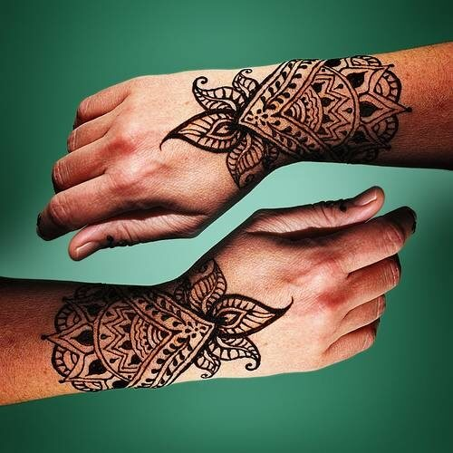 Henna-Tattoos-on-Back-Hand