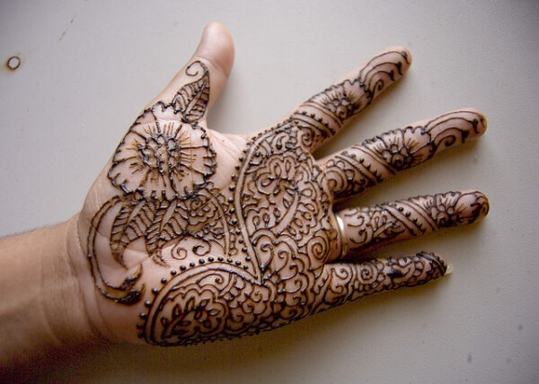 henna-tattoo-on-front-hand