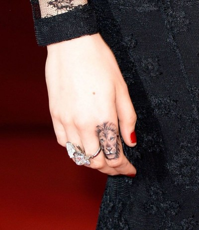 Celebrity lion finger tattoo